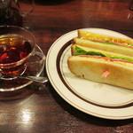 星乃珈琲店 - ピュアダージリンティー(ストレート)、ハムと野菜と玉子のトーストサンド