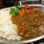バルチックカレー - 特製ビーフカレー(辛口) 650円。温野菜 150円。