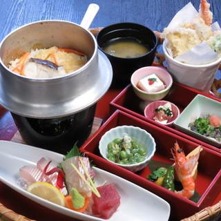 愛媛の地産地消や郷土料理のほか、クラフトビールも用意!