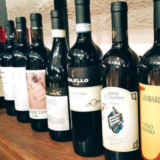 季節や料理に合わせて豊富に揃えるワイン!グラス¥700~