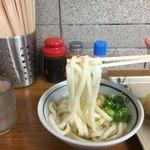 竹清 - 中細の麺はコシというより硬さがある 機械打ちの麺に似てるんよね 出汁の絡みが上々なので つけ麺で食べてみたい