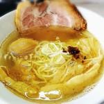 拉麺 しのざき - 追いガツオ香る和風塩らーめん     煮玉子