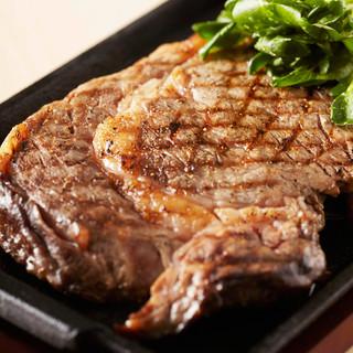 脂の旨みが違う!国産リブロースステーキ