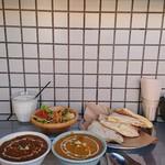 Sajilo Cafe - ランチBセット、チーズナンへの変更で¥1,350