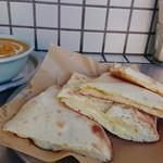 Sajilo Cafe - ナンからチーズナンへの変更はランチ料金+200円で。