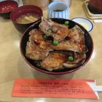 豚丼のぶたはげ - 豚丼(四枚) 920円 (2018.1)