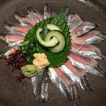 海鮮 居酒屋 凛火 - 秋刀魚の刺身800、旨い