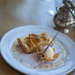 マリンブルー - 蘋果餡餅(りんごパイ)+蘭姆酒漬葡萄乾冰酪(ラムレザン・アイスクリン)