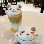 ライトカフェ - 3Dラテアートのドリンクがいただけます^ ^ 手前がネコ、奥がパンダです♡