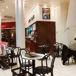 ライトカフェ - 壁がなくオープンな店内