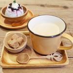 ネマルカフェ - 夜ご飯セット(1500円)のロイヤルミルクティー
