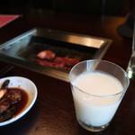 Yakinikutoraji - マッコリグラスで!!