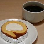GAGA - ロールケーキ100円、コーヒー100円