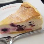 81763145 - ブルーベリーレアチーズケーキ