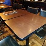 プロント - [内観] 店内 テーブル席