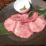 徳寿 - 追加で札幌熟成牛タン。