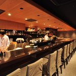 並木橋なかむら - メインとなるオープンキッチンのカウンター席