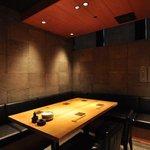 並木橋なかむら - 6名がけの半個室のテーブル席