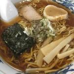 とみの食堂 - 料理写真:醤油ラーメン580円