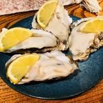 品川牡蠣入レ時 - <生牡蠣>二種四個盛り合わせ(1,800円)