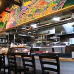 国頭港食堂 - きれいな厨房とカウンター席。