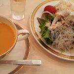 8178324 - ランチのスープとサラダ