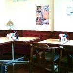 エアロンカ - 昔ながらの喫茶店風の店内