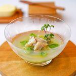 メゾン・ド・タカ芦屋 - スナックエンドウと豆腐のロワイヤル 胡椒とレモンのアクセント 日本酒で煮出したハマグリのスープ