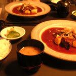 洋風旅館 ぴのん - メイン 牛ホホ肉の煮込み ポテトのロースト ご飯 みそ汁 香の物