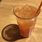 猿Cafe - セットドリンクはグレープジュース 150円