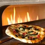 バルケッタ - 料理写真:本格窯焼きピッツァが楽しめる♪