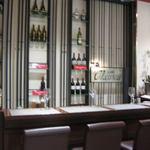 カッフェ・クラシカ - 入口はワインバーのような雰囲気