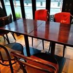 カフェラヴォワ - [内観] 店内 テーブル席 ①