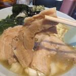 ヤキニクラーメンフタバ - 厚くて柔らかいチャーシューも美味しかったです。