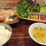 韓国料理とサムギョプサル 豚まる -