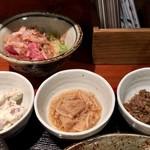 めしの助 - 手前左から       自家製ツナマヨ、なめたけ煮、鯖と玉ねぎのうま煮              奥       まぐろ納豆