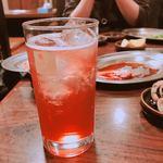 さんきゅう - 巨峰サワー。アルコール系は他にも焼酎(芋焼酎含む)、日本酒、ハイボールなど各種あります。