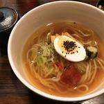 さんきゅう - ハーフ冷麺。以前より麺が少し太くなりました。コクがあっても甘すぎないスープと、コシのある麺が良いです。〆にもオススメ。