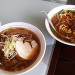 創作家庭料理 豊盛 - ラーメンセット(天津飯・醤油ラーメン)650円税込。上は台湾ラーメン。