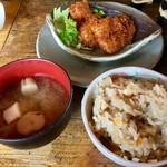 万葉の森 - 炊き込みご飯とお味噌汁にチキンカツ♬