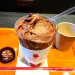 メリーズ カフェ - チョコレートムース(スプーンですくったところアップ)