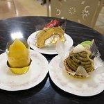 8182123 - モンブラン(左)モンブランロールケーキ(中)緑茶のモンブラン(右)