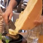WAGYU AND RACLETTE NIGIRO - ラクレットチーズ