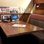 まぐろ商店 - 隣のテーブル席