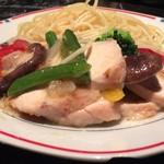 81829641 - 鶏肉の炒め物