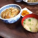 徳平食堂 - カツ丼、味噌汁付き 850円