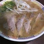 らーめん与壱 - スープに浮いた脂が見えますか?思った以上に熱々です
