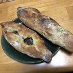 詩とパンと珈琲 モンクール - 鯖バゲットとひな皮バゲット