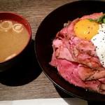 レッドロック - ローストビーフ丼(並)+味噌汁