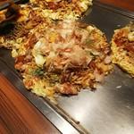 お好み焼き・鉄板焼き よしもと - 豚かす玉+モダン(そば)